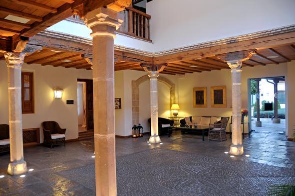 Hotel puerta de la luna only spain boutique hotels - Hotel puerta de la luna baeza ...